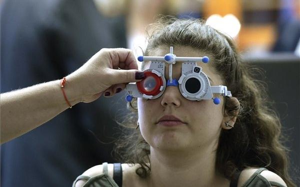 Október a látás hónapja - idén a digitális világ vizuális kihívásai lesz a  fókuszban f089a7d6a9